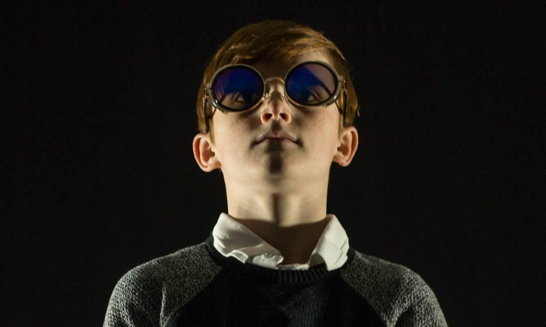 O ator Sam Darker como o jovem Tommy na encenação da ópera-rock 'Tommy', dirigida por Alan Veste Foto: Divulgação