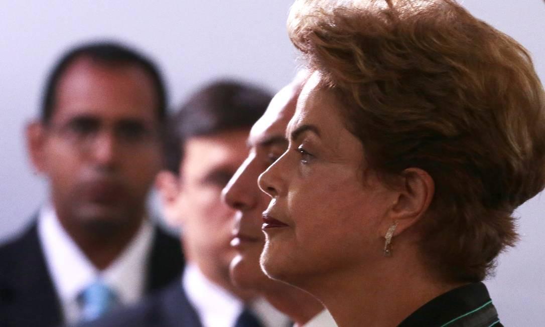 Dilma Rousseff e Michel Temer, em 2015. Dilma sofreu um impeachment por causa de denúncias sobre pedaladas fiscais, o que levou Temer a assumir a Presidência Foto: Jorge William / Agência O Globo
