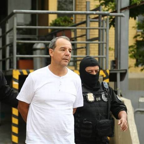 Ex-governador Sérgio Cabral sendo encaminhado para Penitenciária em Bangu, no Rio Foto: Geraldo Bubniak / Geraldo Bubniak
