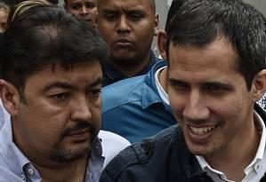 Líder opositor venezuelano Juan Guaidó ao lado do seu chefe de gabinete, Roberto Marrero Foto: FEDERICO PARRA / AFP/08-03-2019