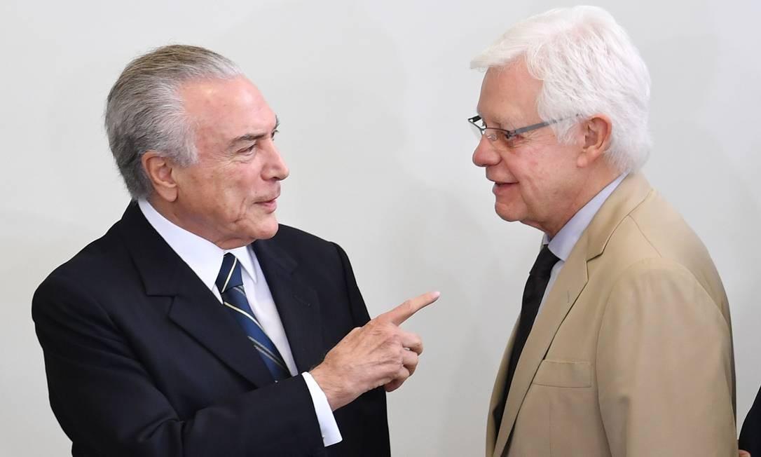 Temer e Moreira Franco durante encontro no Palácio do Planalto, em 2017: ex-presidente e ex-ministro foram presos preventivamente Foto: EVARISTO SA / AFP