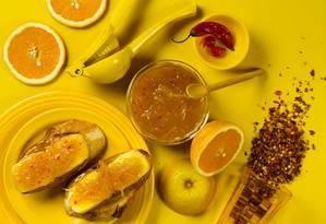 A geleia de laranja com pimenta da Casa Carandaí. Ela acompanha a bruschetta de brie Foto: Leo Martins/Foodstyling: Lou Bittencourt