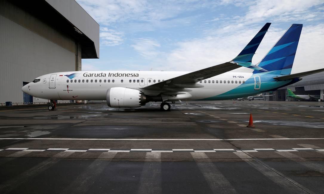 Um Boeing 737 Max 8 avião da Garuda Indonesia é visto estacionado em frente ao hangar da empresa no aeroporto Soekarno-Hatta International, próximo a Jacarta Foto: WILLY KURNIAWAN / REUTERS