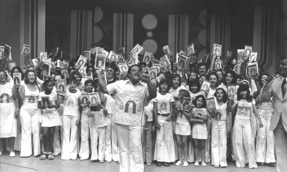 Tim Maia e membros da seita Universo em Desencanto, em 1975 Foto: Divulgação