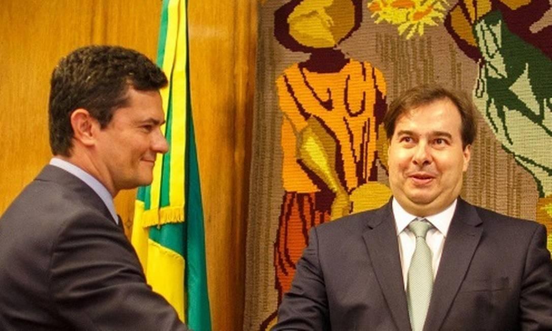 O ministro da Justiça, Sergio Moro, se encontra com o presidente da Camara, Rodrigo Maia, para entregar o plano de segurança Foto: Daniel Marenco / Agência O Globo