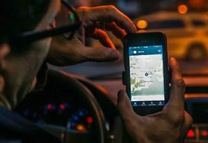 Motorista de aplicativo. Carros com placa de outros municípios serão proibidos de embarcar passageiros em Niterói Foto: Marcelo Régua / Agência O Globo