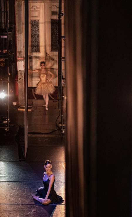 """O espetáculo """"Primavera da dança"""", com a primeira bailarina, Claudia Mota. Foto: Ana Branco / Agência O Globo"""