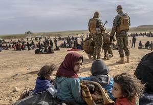 Civis fugindo da aldeia de Baghuz Foto: BULENT KILIC / AFP/2-03-2019