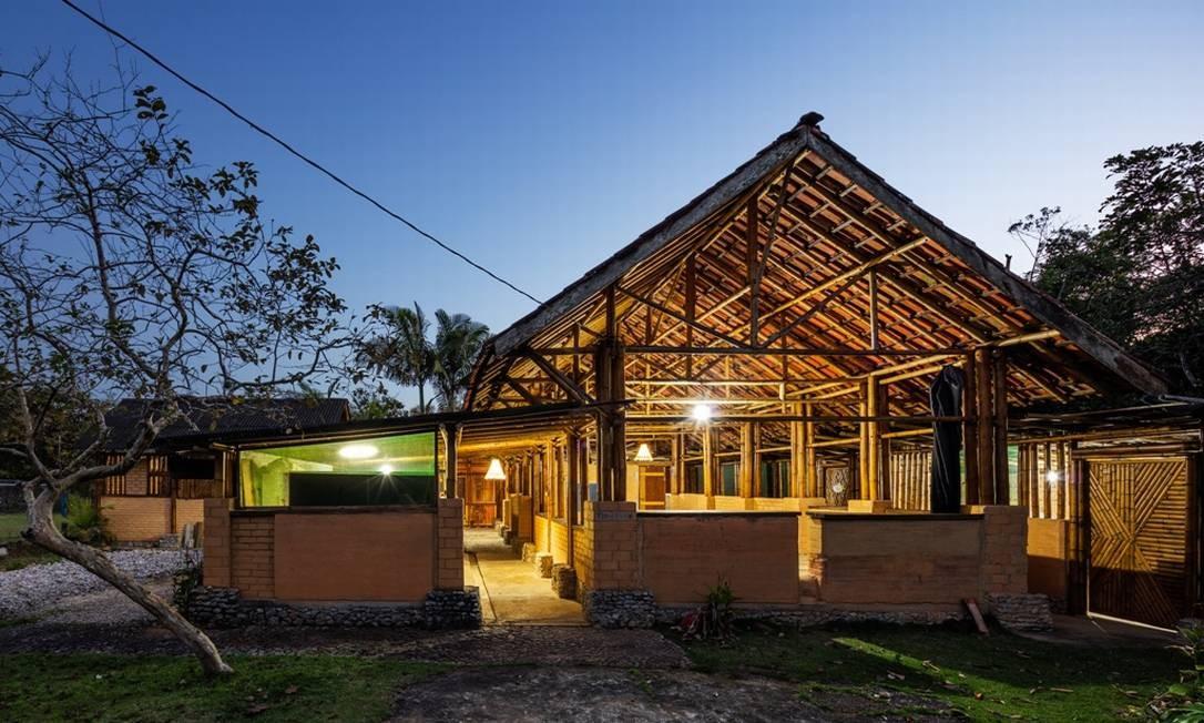 Centro comunitário de Cambury. Vigas e colunas feitas de bambu. Foto: Divulgação