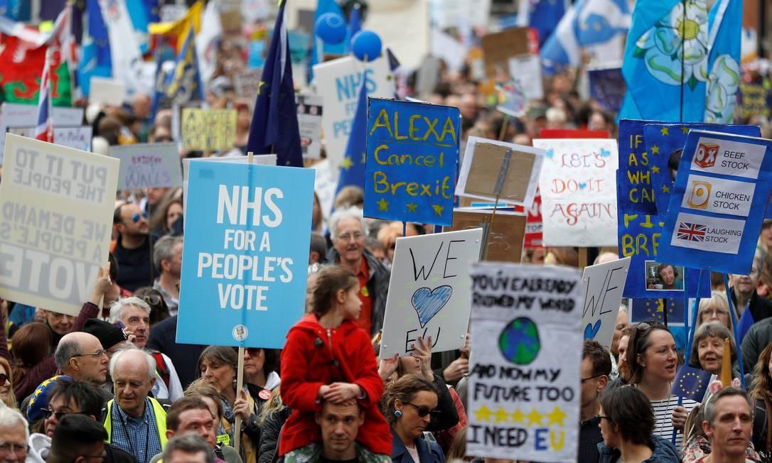 Manifestantes pedem novo referendo sobre o Brexit Foto: Peter Nicholls / Reuters