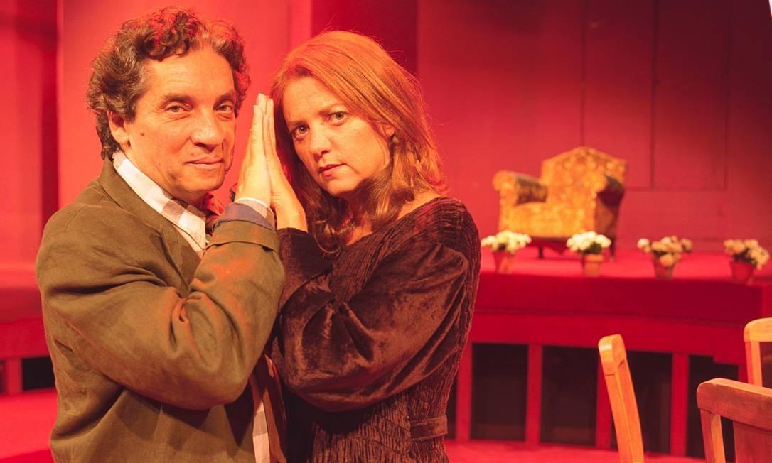 No ano 2000, na peça 'Separações', com Domingos Oliveira e Priscilla Rozembaum, mulher do diretor por 38 anos. Sucesso da peça fez o autor adaptá-la para o cinema. Filme foi lançado em 2002 Foto: Guto Costa / Divulgação