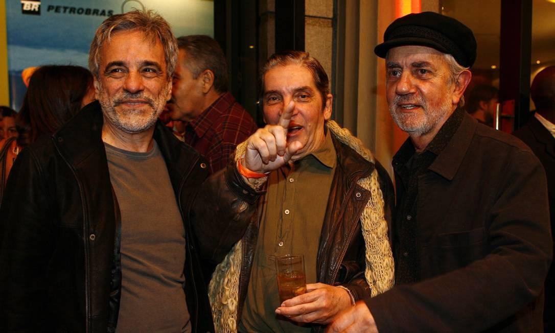 Em 2008, no Festival do Rio, com Aderbal Freire Filho e Paulo José, seus companheiros de elenco do filme 'Juventude' Foto: Mônica Imbuzeiro / Agência O Globo
