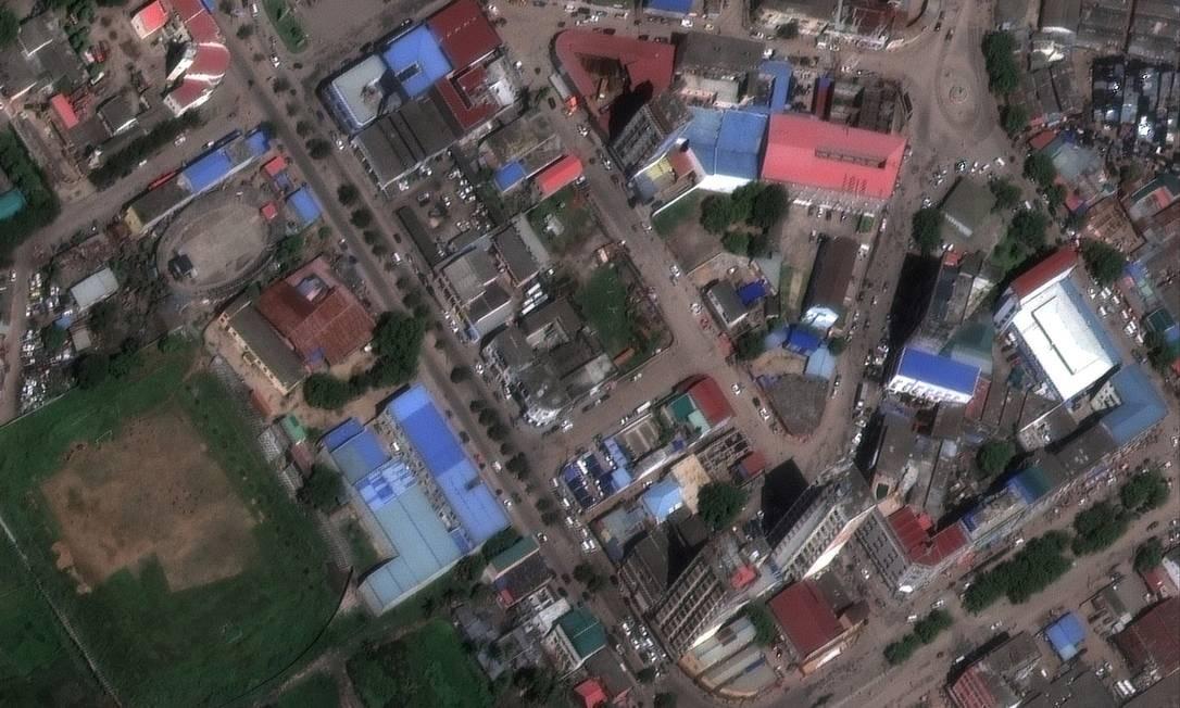Imagem de satélite mostra a cidade de Beira, no Moçambique, inundada após a passagem do ciclone Idai pela região no dia 14: água suja traz risco de epidemias Foto: / DigitalGlobe (Maxar)/REUTERS