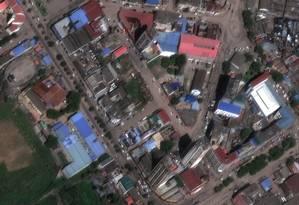 Imagem de satélite mostra a cidade de Beira, no Moçambique, inundada após a passagem do ciclone Idai pela região no dia 14: água suja traz risco de epidemias Foto: DigitalGlobe (Maxar)/REUTERS