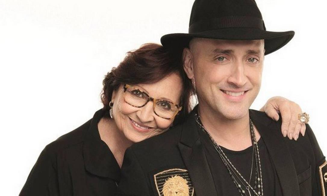 Déa Lucia, que inspirou a personagem Dona Hermínia, e o comediante Paulo Gustavo Foto: Fabio Bartelt