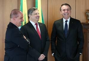 O presidente Jair Bolsonaro durante audiência com embaixador Luis Fernando Serra e Onyx Lorenzoni (Casa Civil) Foto: Marcos Corrêa/PR
