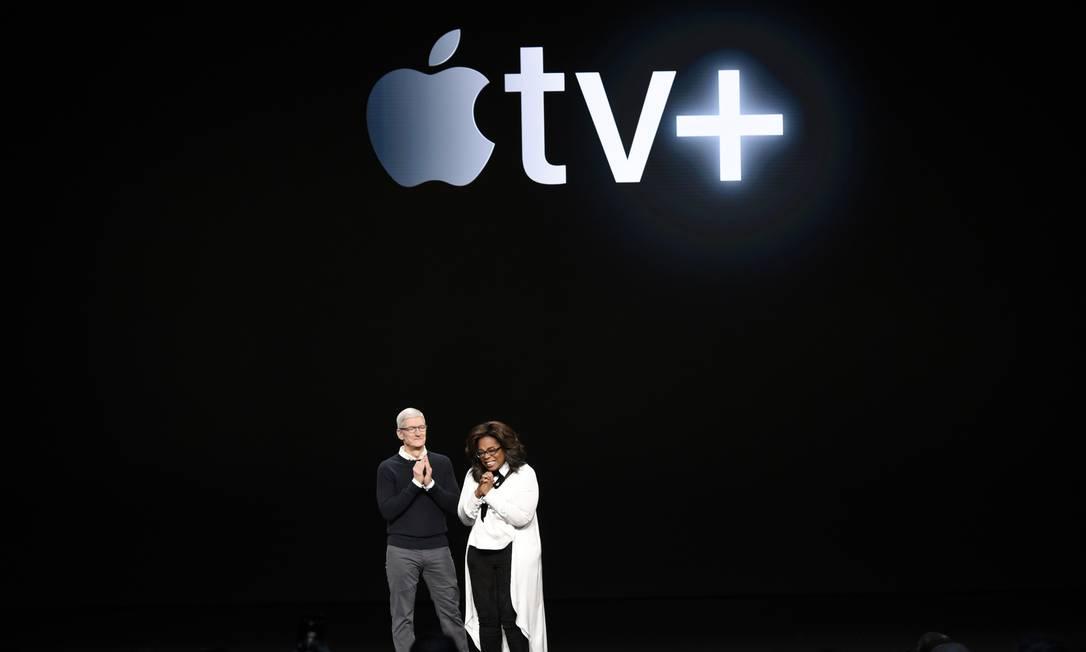 Tim Cook e Oprah Winfrey participaram do lançamento do Apple TV+ Foto: Michael Short / AFP