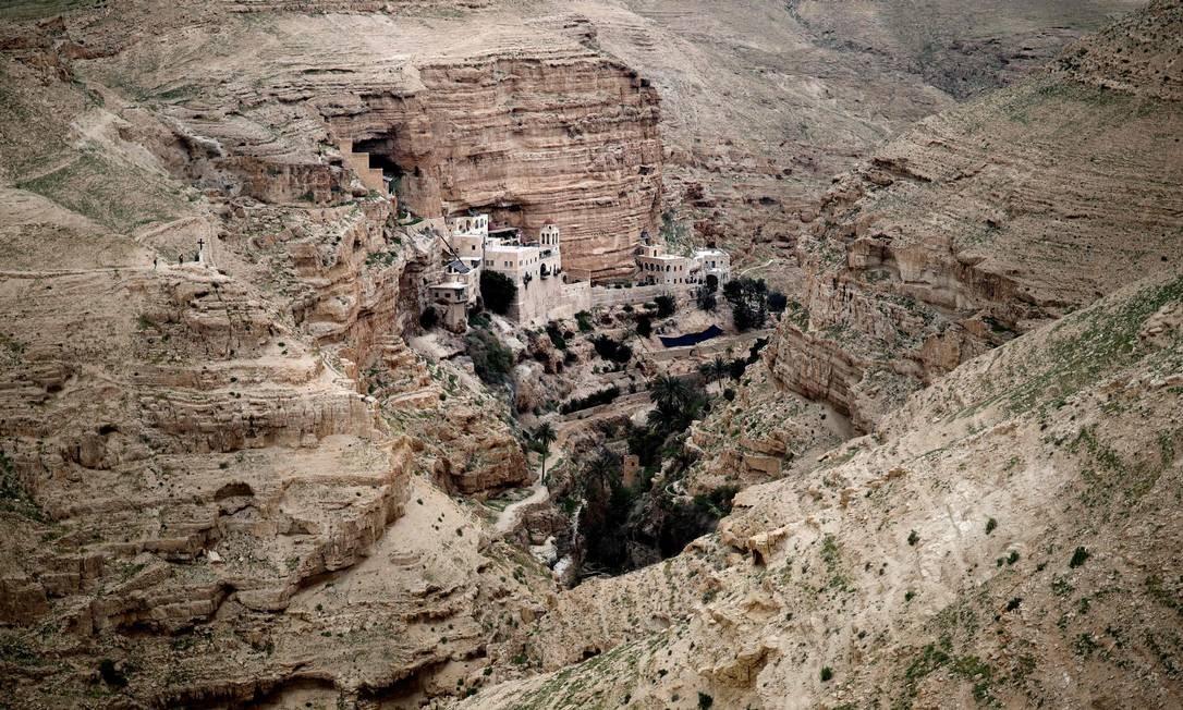 Mosteiro ortodoxo grego de St. George, em Wadi Qelt, perto da cidade de Jericó, na Cisjordânia Foto: THOMAS COEX / AFP