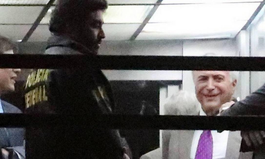 O ex-presidente Michel Temer ao sair da prisão no prédio da Polícia Federal no Rio Foto: RICARDO MORAES / REUTERS