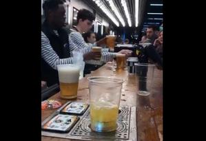 Tecnologia permite abastecimento rápido de cerveja no bar do Tottenham Hotspur Stadium Foto: Reprodução