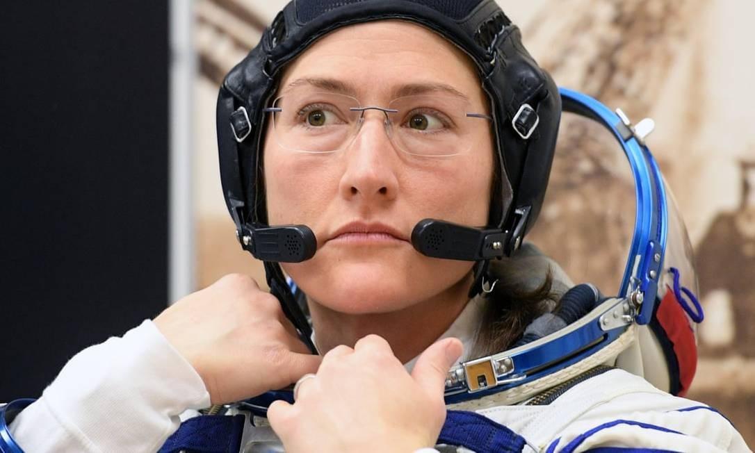 A astronauta Christina Koch vai participar da missão de sexta-feira, mas a colega Anne McClain terá que ceder o lugar a um colega homem Foto: Kirill Kudryavtsev/AFP/Getty Images