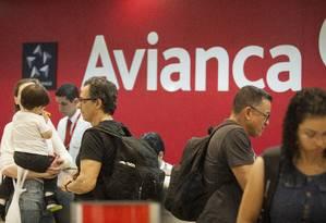 Quarta maior companhia do setor aéreo nacional, a Avianca pode ser impedida de voar em Guarulhos, o aeroporto mais movimentado do país. Foto: Gabriel Monteiro / Agência O Globo