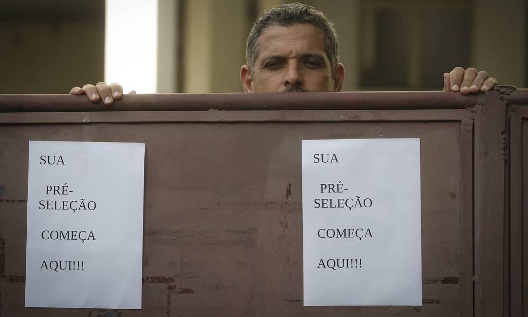 Oferta de vagas de emprego no Comperj, no centro de Itaborai Foto: Pablo Jacob / Agência O Globo