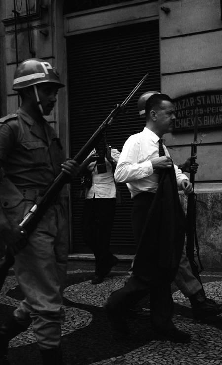 Soldados do Exército nas ruas do centro do Rio Foto: Agência O Globo