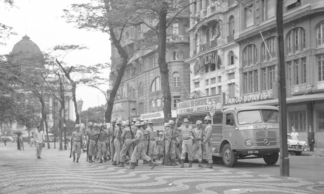 Soldados chegam na Cinelândia Foto: Agência O Globo