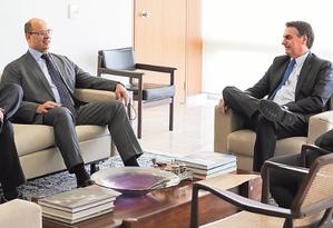 O governador Wilson Witzel, entre o senador Flávio Bolsonaro e o presidente Jair Bolsonaro: no primeiro encontro, pedido para assumir o Porto Foto: Marcos Corrêa / Divulgação / Presidência da República