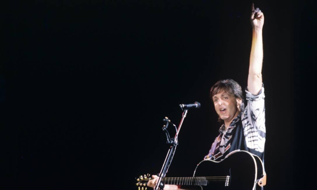 """ÀS 21h30m do dia 20 de abril de 1990, uma sexta-feira, Paul McCartney abriu seu primeiro show brasileiro com """"Figure of eight"""", faixa de """"Flowers in the dirt"""". Foto: O Globo"""