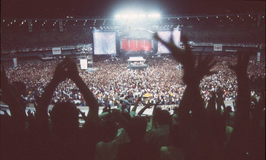 No dia 21 de abril, sábado, Paul McCartney repetiria a dose para um Maracanã ainda mais cheio: 184 mil pessoas, público que entrou para o livro Guiness, dos recordes. Foto: O Globo