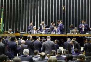 Câmara aprova PEC que tira poder do governo sobre Orçamento Foto: Luis Macedo / /