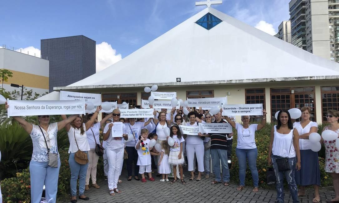 Comunidade da Paróquia São Marcelino Champagnat pede maior diálogo com a direção do colégio. Foto: Adalberto Neto / adalberto neto