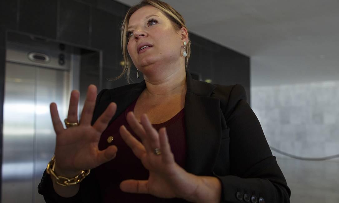 A líder do governo na Câmara, deputada Joice Hasselmann, afirmou que a ausência de Guedes na CCJ era uma questão estratégica e que o ministro deve apresentar os pontos da reforma tão logo a matéria tenha um relator Foto: Daniel Marenco / Agência O Globo