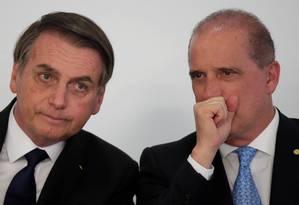 O presidente Jair Bolsonaro e o ministro da Casa Civil, Onyx Lorenzoni, durante ceirmônia no Palácio do Planalto Foto: Ueslei Marcelino/Reuters/25/03/2019