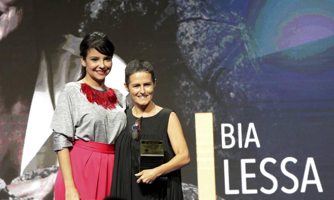 A diretora Bia Lessa foi prestigiada na categoria Segundo Caderno/Teatro pela editora de Cultura, Fátima Sá Foto: Marcos Ramos / Agência O Globo