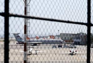 Avião com bandeira russa é visto em aeroporto internacional de Caracas Foto: CARLOS JASSO 24-03-2019 / REUTERS