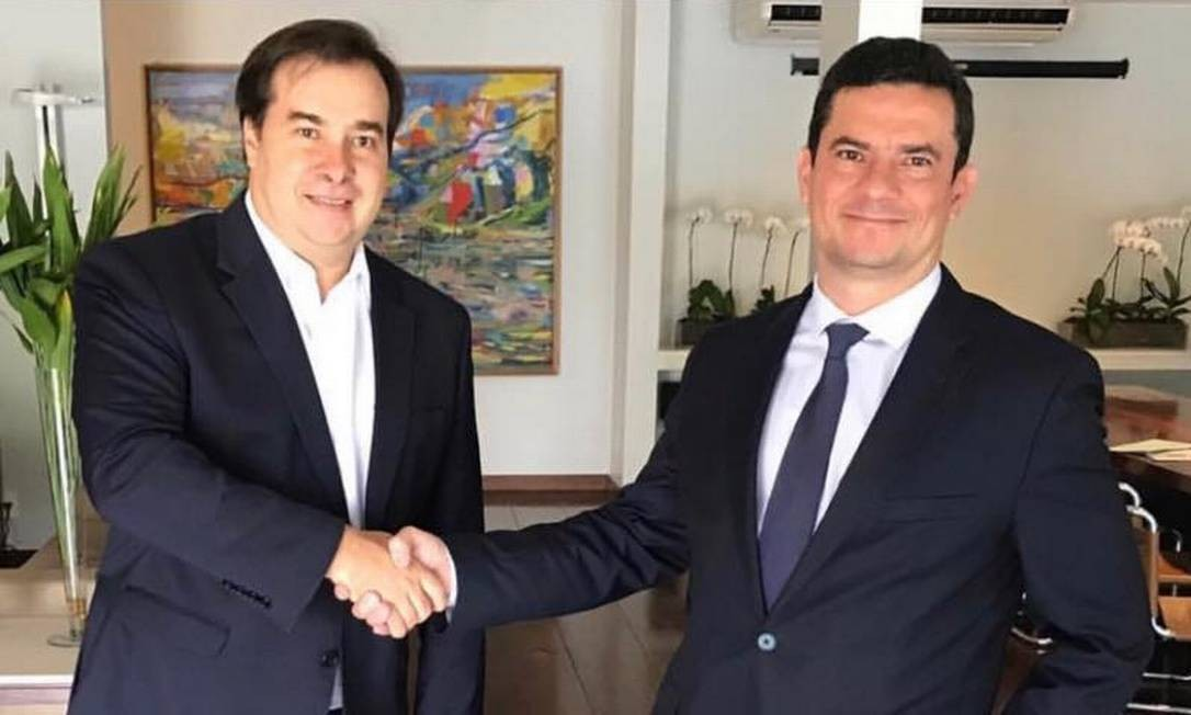 Rodrigo Maia e Sergio Moro durante em encontro em Brasília Foto: Divulgação/Facebook