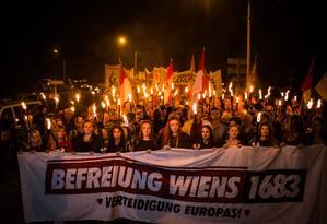 Integrantes de movimento identitário marcham em Viena Foto: LENA MUCHA 08-09-2018 / NYT