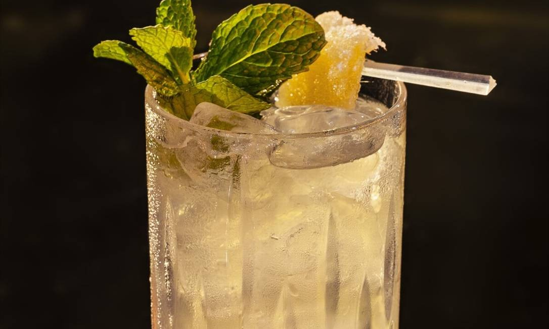 No Êtta tem o Carêtta: suco de gengibre, suco de limão, água de coco e hortelã Foto: RICARDO BHERING / Divulgação/Ricardo Bhering
