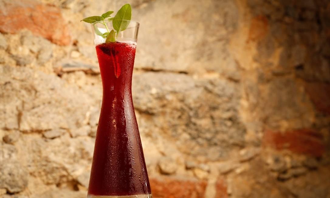 Cais do Oriente: refrigerante caseiro de uva, hibisco e limão-siciliano Foto: Roberto Moreyra / Agência O Globo/Roberto Moreyra