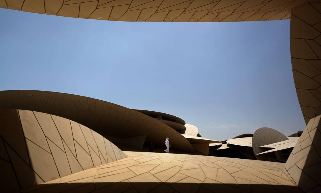 Visão do Museu Nacional do Catar, na capital do emirado, Doha. Com um custo estimado de US$ 434 milhões, o novo museu, construído na forma de uma rosa do deserto, abre esta semana Foto: PATRICK BAZ / AFP