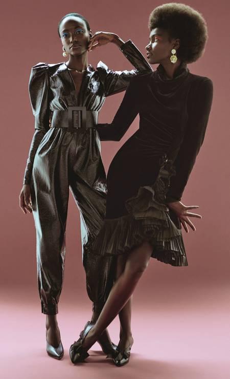 Da esquerda para a direita, Yara usa macacão (R$ 1.680) Skazi, cinto (R$ 494) Von Gaw, brincos (R$ 45) Espaço Nd e escarpins (R$ 390) Schutz; Yacy usa vestido (preço sob consulta) brincos (R$ 1.500) e sapatos (R$ 1.930), tudo Gucci Foto: Foto: Fernando Tomaz