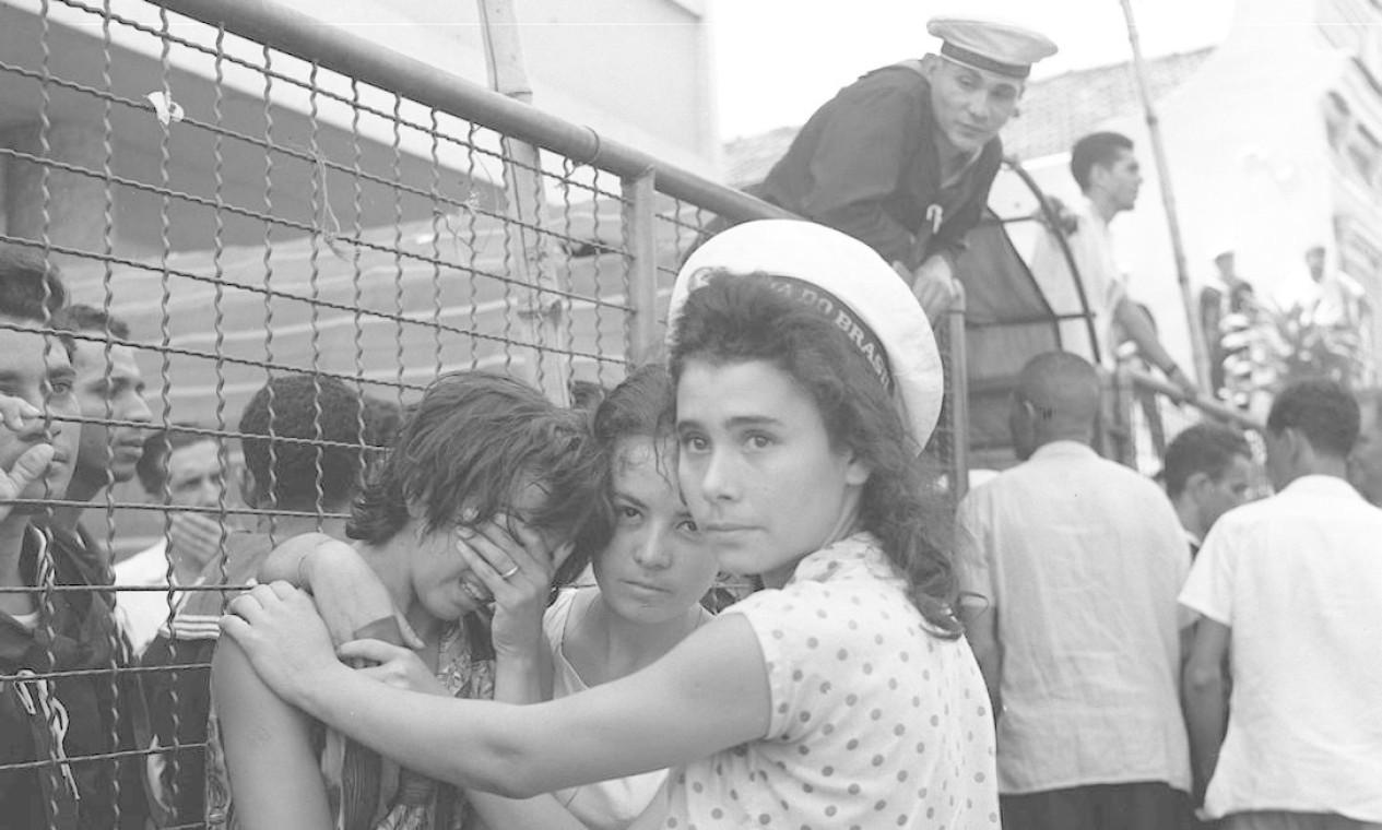 As mulheres dos marujos aderiram ao movimento dias depois, incendiando ainda mais o cenário político Foto: Geraldo / Agência O Globo