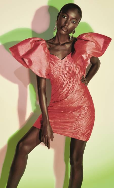 Vestido (preço sob consulta) Atelier Le Lis e brincos (R$ 46) Espaço Nd Foto: Foto: Fernando Tomaz