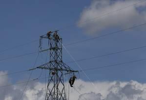 Torre de energia elétrica: mudanças no setor o tornam alvo de ataques remotos. Foto: Michel Filho / Agência O Globo