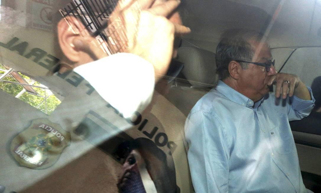 Em 13 de dezembro de 2016, ex-presidente do TCE Jonas Lopes deixa a PF após prestar depoimento. Em delação premiada, ele denunciou esquema de corrupção que, três meses depois, afastou cinco e deixou tribunal com apenas uma conselheira titular. Foto: Domingos Peixoto / Agência O Globo