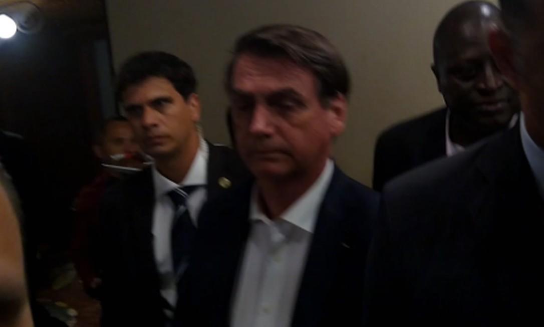Esta é a primeira vez que Bolsonaro foi visto em público em um evento social Foto: Reprodução
