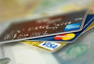 Em 2018, os brasileiros movimentaram R$ 1,55 trilhão em compras com cartões Foto: Arquivo